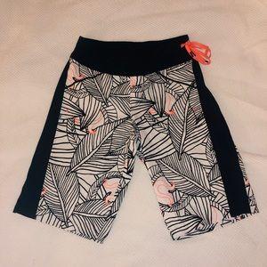 Lululemon Board Shorts - Colar details